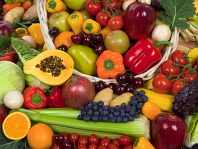 Dietary carotenoids and vitamin C inversely correlate to