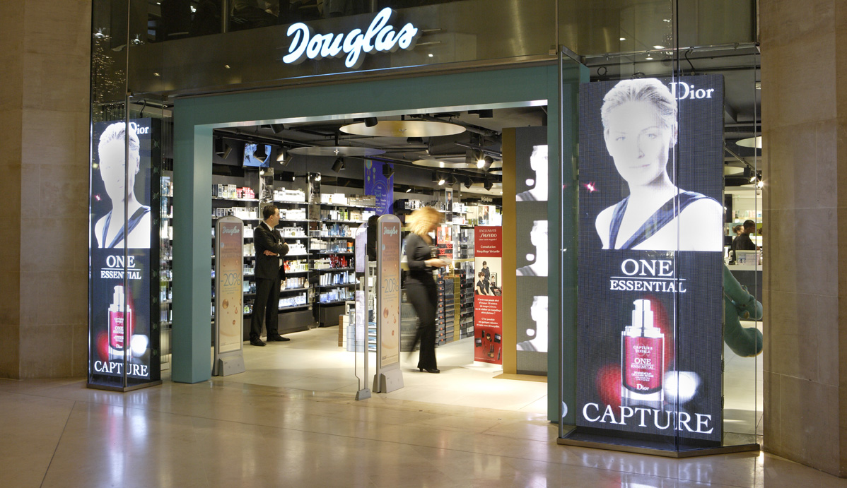 Out Eroskis Douglas Perfumerias If Buys Yyfgv6b7