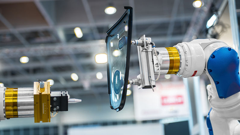 Cobots versus industrial robots: What's the difference?